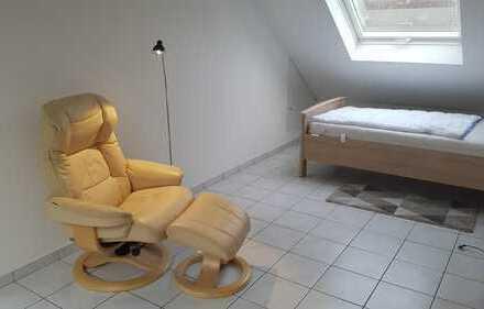 großes möbliertes Zimmer mit eigenem Bad an Pendler zu vermieten