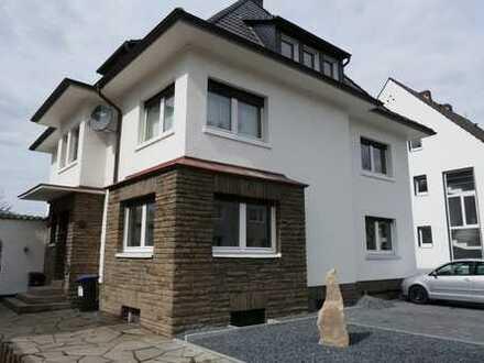 Herdecke-zentrumsnah: Helle modernisierte 2 Zimmer, Dachgeschoß, 70 qm in grüner Lage!