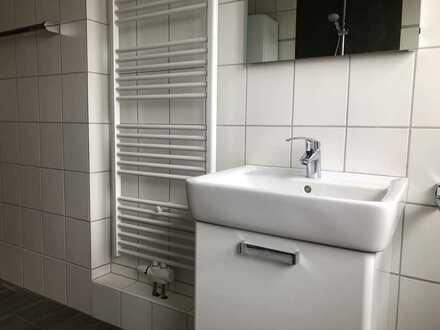 Sanierte Dachgeschoss-Wohnung in Vohwinkel. 3 Zi., neues Designer-Duschbad, neues Designer Gäste-WC.
