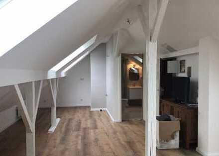 Dachgeschosswohnung 36 qm ( Gesamtfläche Ca. 50 ) Uninähe Köln-Sülz