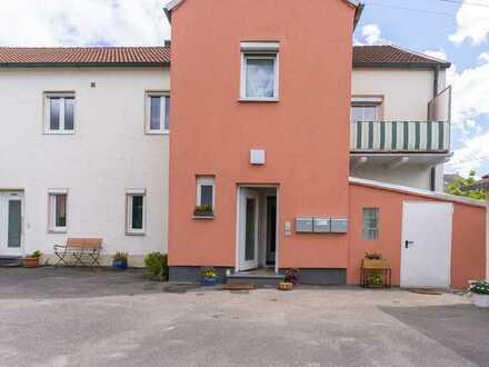 Gemütliche und möblierte 1-Zimmer-Wohnung mit Balkon und EBK in Neuburg