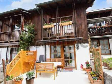 Tief durchatmen und die Aussicht genießen: Reihenmittelhaus mit Terrasse und Garage in Berchtesgaden