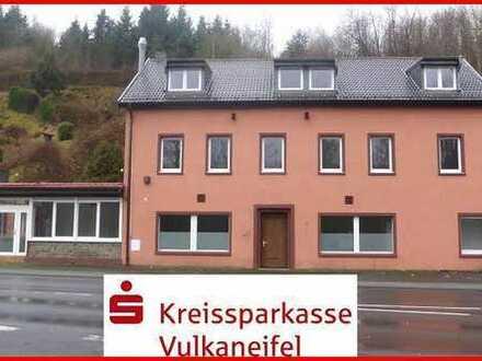 Renditeobjekt! Komplett modernisiertes Wohn- und Geschäftshaus in zentraler Lage