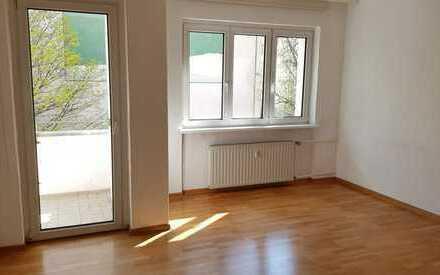 2,5 Zimmer-Wohnung mit Balkon in Süd-Ausrichtung nahe Bayerischer Platz - bezugsfrei