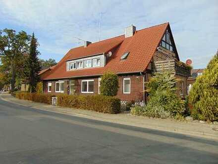 Großzügiges Wohnhaus, ehem. Bauernhaus mit drei Wohnungen in Hankensbüttel