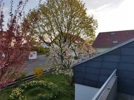 Helle, hochwertigste 3,5-Zimmer-DG-Wohnung mit neuem Balkon und Einbauküche in Möglingen