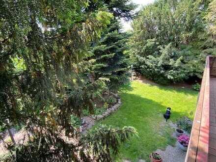 Große Wohnung mit großem Garten!