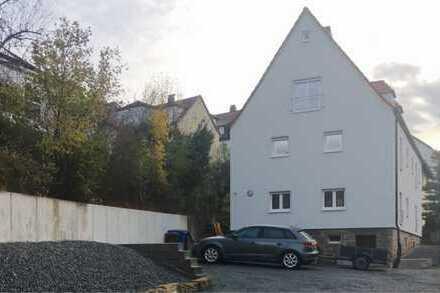 Erstbezug nach Sanierung: freundliche 1-Zimmer-Dachgeschosswohnung mit Einbauküche in Kulmbach