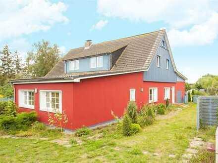 Unweit des Saaler Boddens ein Mehrfamilienhaus in Neuendorf