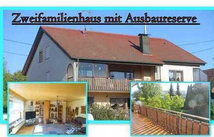 **Großes Zweifamilienhaus mit Ausbaureserve in Ortsrandlage**