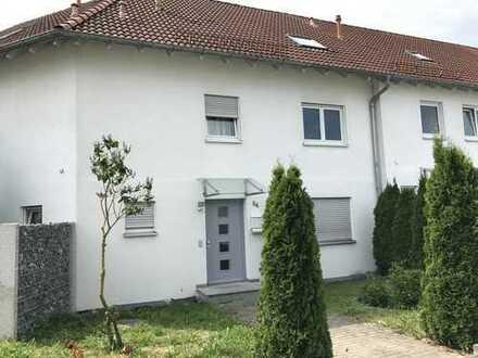 Attraktives Reiheneckhaus in Laupheim - mit kl. Garten und 2 PKW-Stellplätzen