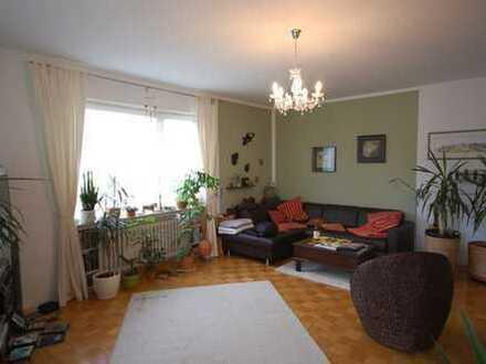Schöne und gepflegte 2-Zimmer Wohnung in begehrter Lage mit Balkon und Garage, ideal für ein Ehepaar