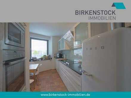 Stylische Etagenwohnung mit Parkett, Einbauküche und Balkon in zentraler Lage Köln-Mülheims