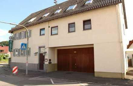Schönes 3 Fam. Haus mit Gaststätte, 2x Balkon, Garten sowie einer gr. Garage in 71093 Neuweiler