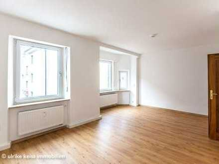 Charmante Wohnung mit großem Balkon! Neues Bad! Einheitliche Böden!