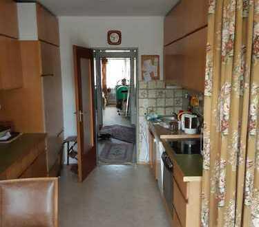 Modernisierte 4-Raum-Wohnung mit Balkon in Rosenheim