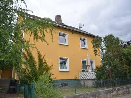 Gundelsheim: schönes Zweifamilienhaus mit Garage