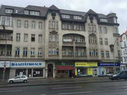 *NEU* 4 Zimmer im Dachgeschoss mit Terrasse und Aufzug am S-/U-Bhf. Rathaus Spandau (S5, U7)