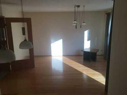 Provisionsfrei! Gepflegte 3-Zimmer Wohnung mit Balkon und EBK in Calw-Heumaden