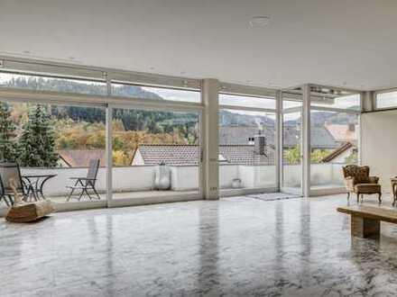 Extravagant und anonym: Großzügiges Anwesen mit Hanglage in Baden-Baden
