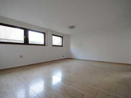 HEISINGEN: Helles Büro, viel Stauraum, Bad mit Fenster, Küchenzeile, ruhige Lage