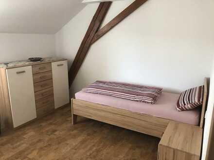 Wohnen auf Zeit - Erstbezug mit EBK: exklusive 1-Zimmer-Dachgeschosswohnung in Engstingen