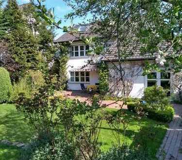 Helles Familienhaus mit wunderschönem Garten von privat
