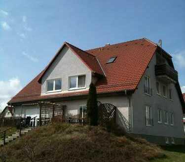 Frisch renoviert, Sonnige 1-Zimmer-DG-Wohnung mit Balkon, Stadtvilla im Grünen