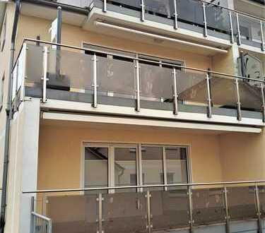 Neuwertige 3 Zi.- Whg., ca. 105 m², mit Balkon, Fahrstuhl + TG!