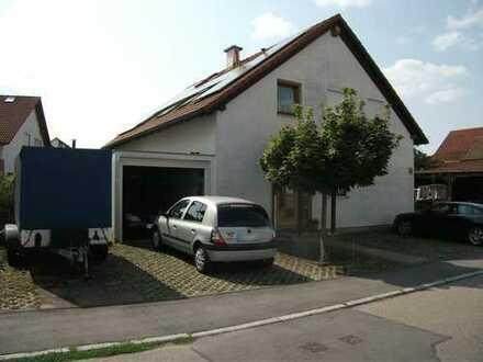 2-Familienhaus: EG frei 96 m² + OG 83 m² gut vermietet