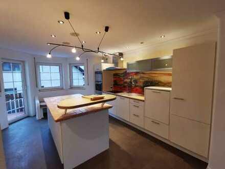 Moderne 5 Zimmer Wohnung, 3Bäder+3Balkone+Einbauküche+Kamin