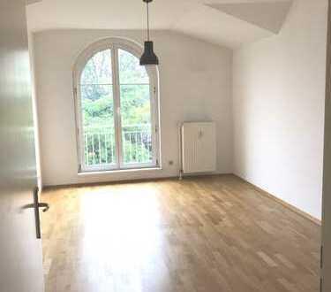 Sehr schöne DG-Wohnung (2 Zimmer), großer Balkon, Nähe zu Park sowie Dahme/Spree, keine Provision