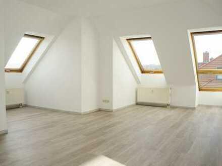 * sofort verfügbar: frisch renovierte 4-Raum-Wohnung im Dachgeschoß *