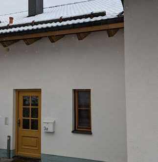 Neuwertige 3,5-Zimmer-Maisonette-Wohnung mit Balkon und EBK in Grafing b. München