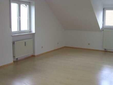 Gepflegte 3-Zimmer-DG-Wohnung mit EBK in Plattling v. Privat zu vermieten