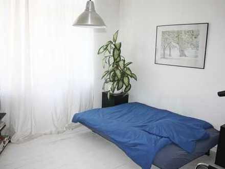 Helles Zimmer in guter Lage in B-Charlottenburg