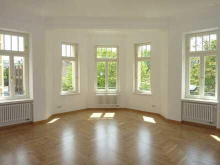Hochwertig sanierte 2-Raumwohnung mit großem Erkerbereich im Leipziger Zentrum Südost