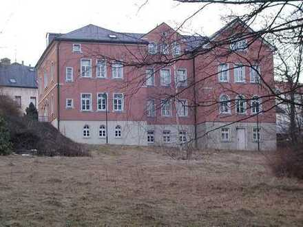 Auerbach: Gepflegtes Bürogebäude in Top-Lage