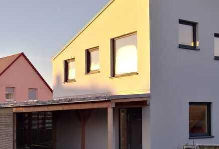 Designer-Doppelhaushälfte mit 3 Schlafzimmern in Wiesentheid