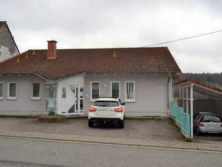 *Einfamilienhaus mit eingerichteter Praxis