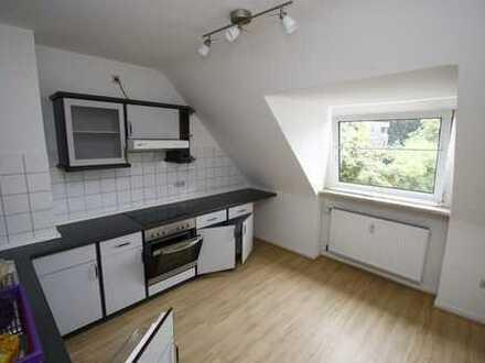 Vollständig renovierte 2-Zimmer-DG-Wohnung mit Einbauküche in Witten