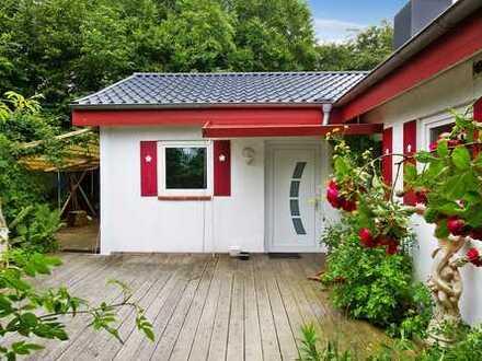 Renoviertes Einfamilienhaus mit urigem Garten und Wintergarten