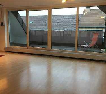 Stilvolle, geräumige und modernisierte 1-Zimmer-Wohnung mit Balkon und Einbauküche in Mannheim