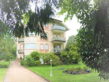 Zweizimmer-Wohnung in grüner ruhiger Straße in Baden-Baden / Innenstadt.