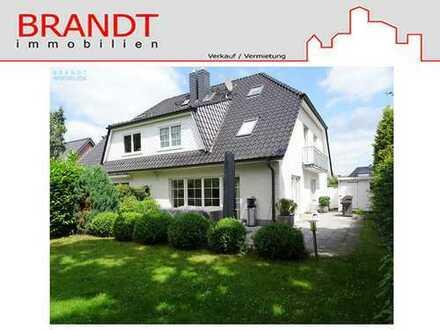 Moderne, großzügige Doppelhaushälfte mit 4 Schlafzimmern, 2 Bädern und Carport in Hummelsbüttel!