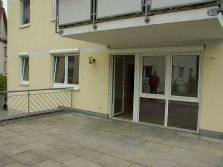 Großzügige 3 1/2-Zimmer Erdgeschoß-Wohnung mit EBK, großer Terrasse (cà. 30 qm) und Garten
