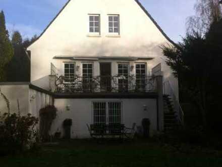 Freistehendes Haus in Schwachhausen mit großem Garten