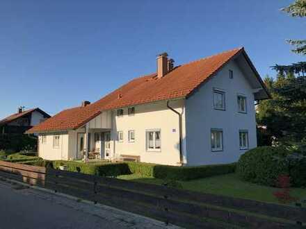 Kapitalanlage: gepflegtes 2-Parteien-Haus in vermietetem Zustand