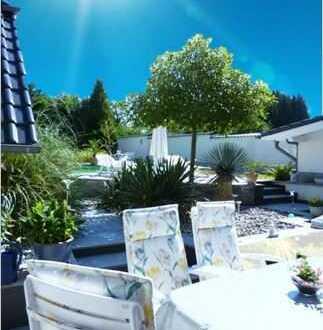 DIE EINMALIGE GELEGENHEIT - Doppelvilla mit großem Außenpool und Garten - Luxusklasse