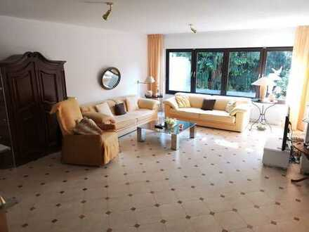 1 Familienhaus, 4-5 Zimmer + Garten